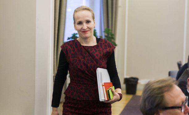 Sähköalan työriitaa on ratkottu valtakunnansovittelija Minna Helteen johdolla.