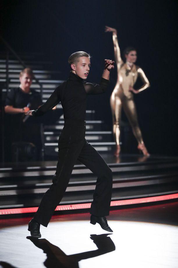 Tuure Boelius tanssi vauhdikkaasti Ansku Bergströmin kanssa, mutta tuomaristoa parin vauhdikas työskentely ei vakuuttanut.