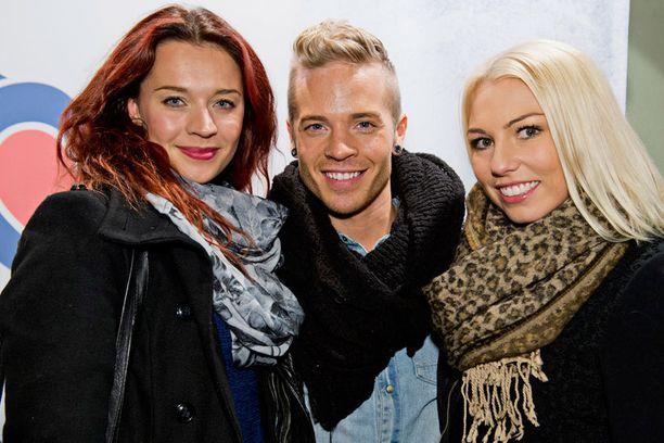 Sauli Koskinen ja hänen valmentajansa Nea Ojala saapuivat Leijonasydän-elokuvan kutsuvierasiltaan yhdessä Mia Ehrnroothin kanssa, joka myös kisaa Dancing On Icessa. Sauli ja Mia tutustuivat kesällä Los Angelesissa.