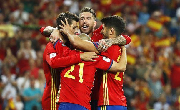 La Roja otti puhtaan 3-0-kotivoiton Italiasta.