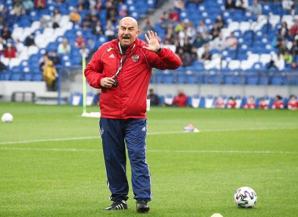 Venäjän päävalmentaja Stanislav Tshertshesov joutui nimeämään korvaavan pelaajan EM-ryhmäänsä.
