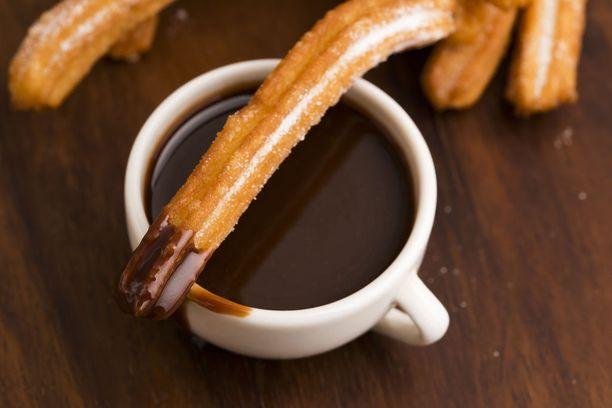 Churrot ovat parhaimmillaan suklaaseen dipattuna.