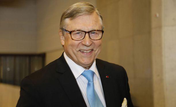 Vuonna 2018 Pertti Salolainen nimitettiin kokoomuksen kunniajäseneksi.