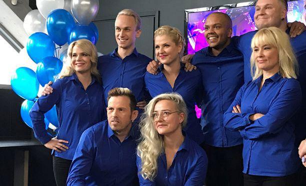 Näyttelijöiden julkistamistilaisuuden juonsi Ernest Lawson, koska ohjelman virallinen juontaja Roope Salminen on parhaillaan kuvaamassa ulkomailla kanavan toista ohjelmaa.