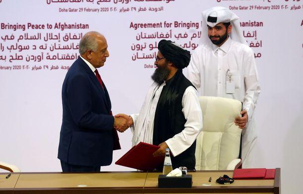 Sopimuksen allekirjoittivat USA:n erityislähettiläs Zalmaty Khalilzad sekä Talibanin poliittinen johtaja, mullah Abdul Ghani Baradar.
