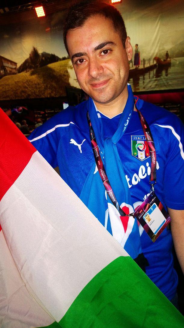 Italialainen Enrico Picciolo on siviiliammatiltaan poliisi ja pitää Wienin turvallisuusjärjestelyjä kisojen aikana ammattimaisina.