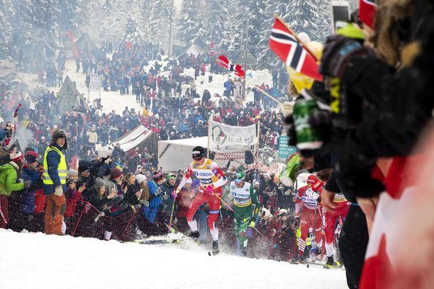 Tältä Holmenkollenilla näytti vuosi sitten miesten 50 kilometrin kilpailun aikana.