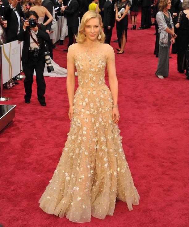 Cate Blanchett häikäisi upeassa iltapuvussaan Oscar-gaalassa vuonna 2014.