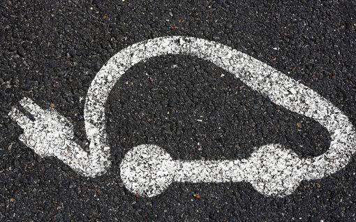Sähköautoselvitys kyseenalaistaa: Tarvitseeko ihmisen ylipäätään omistaa autoa Suomessa