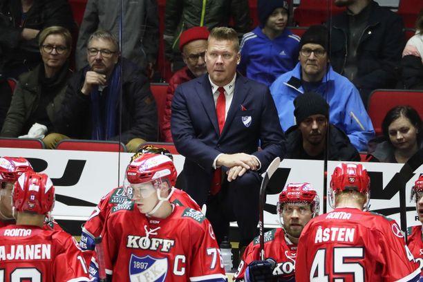 Päävalmentaja Jarno Pikkarainen tietää, ettei HIFK:ssa käynnistellä mitään viisivuotisprojektia vaan menestystä on tultava tässä ja nyt.