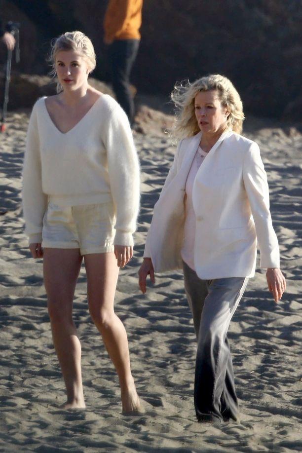 Ireland Baldwin ja äitinsä Kim Basigner yhteisissä muotikuvauksissa Malibussa.