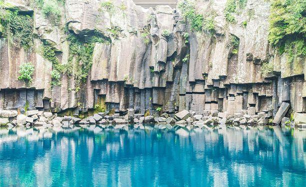 Jejun saari Etelä-Koreassa huokuttelee turisteja 180 lennon verran päivässä muun muassa erikoisilla luonnonmuodostelmillaan.