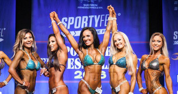 Ahkerasti kisannut Tanja Sundell (kesk.) nappasi vihdoin voiton bikini fitnessissä.