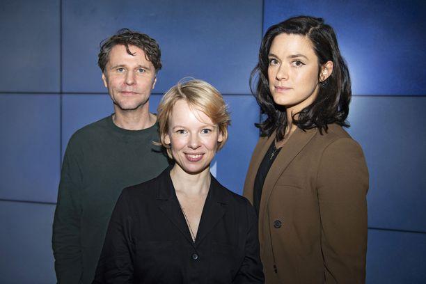 Tässä ovat syksyllä ensi-iltansa saavan Tove-elokuvan näyttelijät: Shanti Roney esittää Atos Wirtasta, Alma Pöysti Tove Janssonia ja Krista Kosonen Vivica Bandleria.