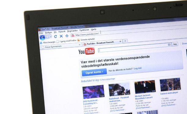 Yhä useampi viettää aikaansa YouTuben parissa.