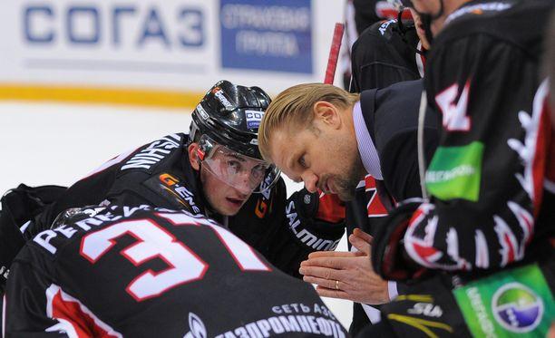 Petri Matikainen valmensi Omskissa toista kautta, kunnes hänet erotettiin hätäisesti.