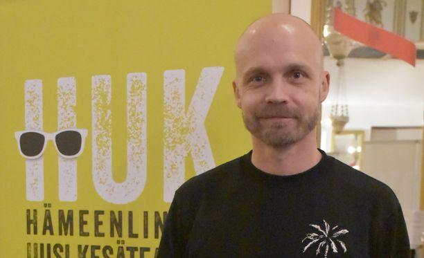 Juha Tapiolla on täysi luotto Kaksi puuta -näytelmän tekijöihin.