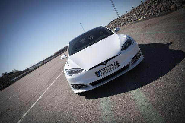 Teslan P100D on maailman nopeimmin kiihtyvä sarjavalmisteinen auto.