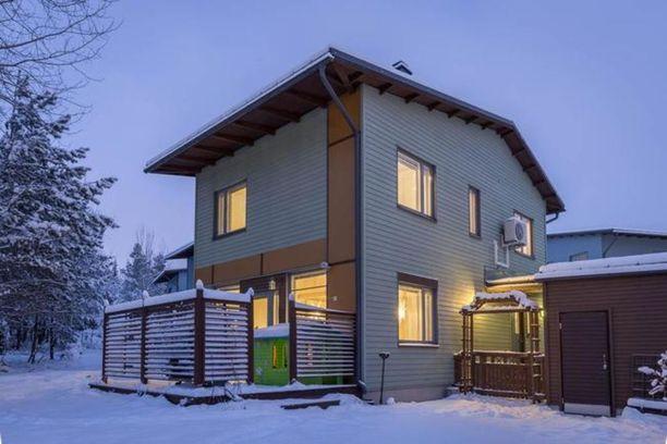 Vuonna 2004 rakennettu erillistalo Kivikossa on myynnissä 298 000 euron hintaan.