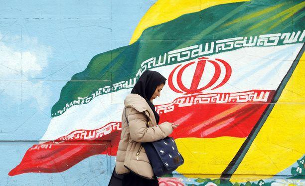 Iran ei halua taipua Yhdysvaltain tahtoon. Kuvassa katunäkymä maan pääkaupunki Teharanista talvelta 2017.