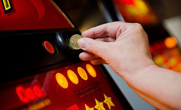 Suomalaiset häviävät rahapeleihin 4,8 miljoonaa euroa joka päivä.