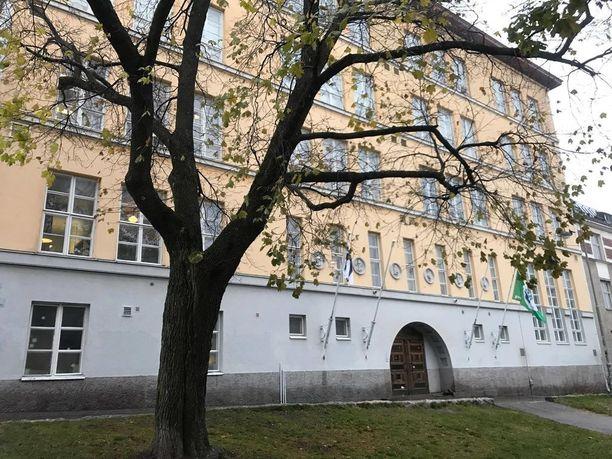 Kallion lukion rehtori kertoi Iltalehdelle syksyllä, ettei opettaja saisi jatkaa työssään ennen kuin asia on selvitetty. Nyt ahdistelusta epäilty opettaja on irtisanottu.