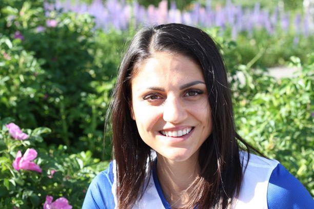 Pika-aituri Nooralotta Neziri oli rennolla fiiliksellä ennen kotikisaa. Neziri pyrkii rikkomaan Jyväskylässä Dohan MM-rajan.