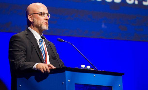 Uudenmaan perussuomalaisten piirijohtaja Pekka Sinisalo arvioi, että alueen valtuustoryhmissä voi tapahtua muutoksia.