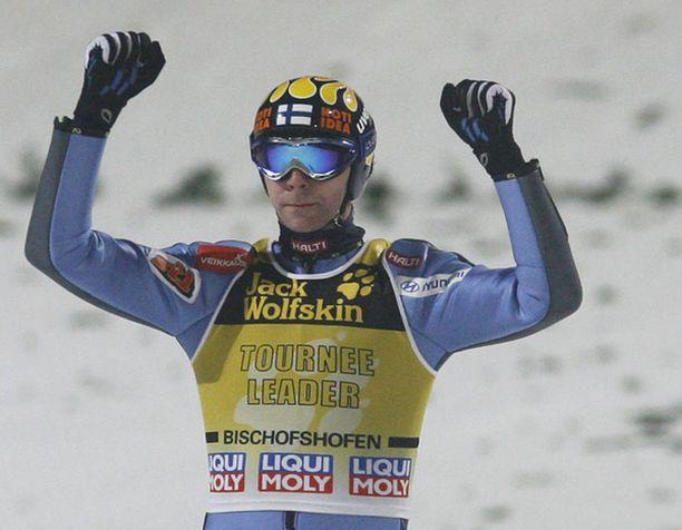 Janne Ahosen toinen hyppy oli koko kisan pisin.