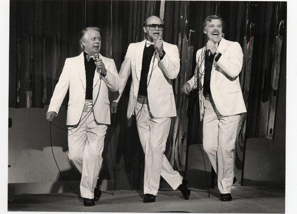 "Simo Salminen, Pertti ""Spede"" Pasanen ja Vesa-Matti Loiri Spede-show'ssa vuonna 1984."