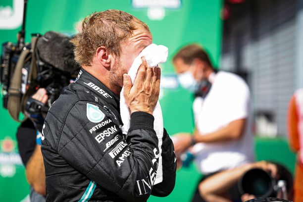 Valtteri Bottas antoi kaikkensa, mutta Lewis Hamilton oli niukasti parempi.