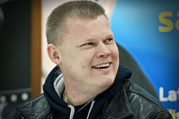 Iltalehti tapasi Late Johanssonin Helsingin jäähallissa keväällä 2012.