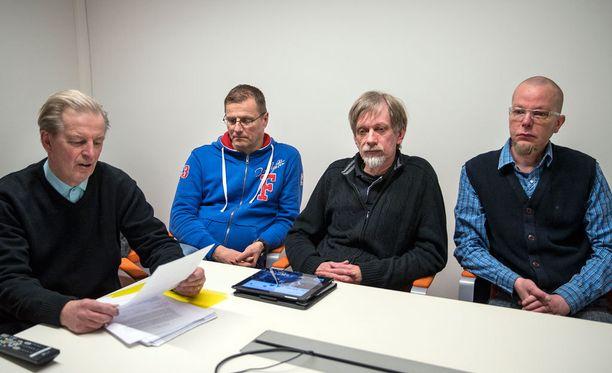 Ismo Läntinen, Petri Huru, Markku Palomäki ja Marko Järvinen ovat harmissaan ehdokkaansa valehtelusta.