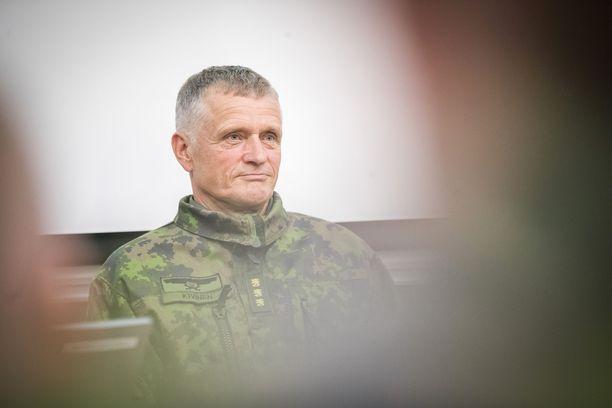 STT:n mukaan Puolustusvoiman komentajaksi nousee kenraaliluutnantti Timo Kivinen.