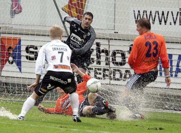 Heinäkuussa 2005 Veikkausliigassa nähtiin yksi pahamaineisimmista otteluista. Haka voitti Allianssin 8–0.