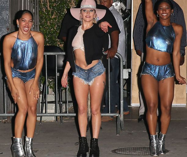 Lagy Gaga moikkasi fanejaan.