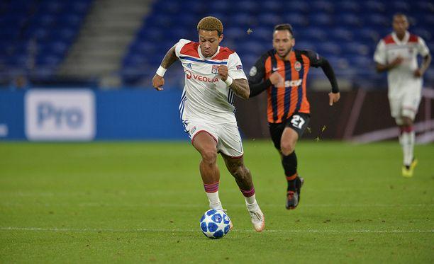 Lyonin Memphis Depay pallon kanssa, kun Lyon kohtasi Shahtar Donetskin  lokakuussa.