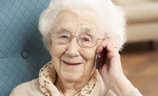 Puhelinmyyjä voi kaupata monenlaista tavaraa vitamiineista lehtiin.