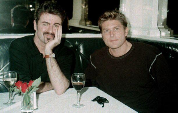 Parisuhteen päättyminen Kenny Grossin kanssa oli Michaelille kova isku. Kuvassa pariskunta on onnellisena muutamaa vuotta ennen suhteen päättymistä.