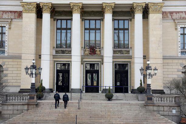 Sanna Marinin hallitus on neuvotellut korona-asioista Säätytalolla.