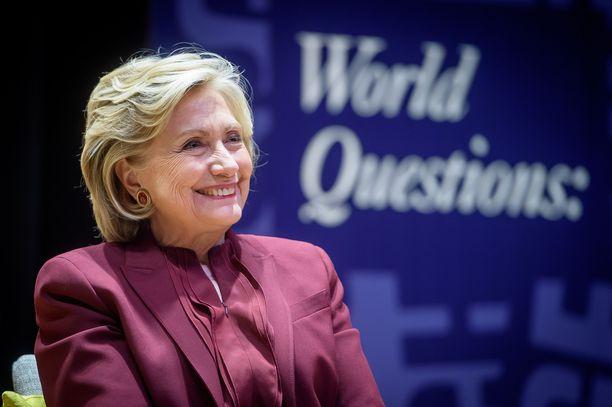 Hillary Clinton ylisti Suomea Twitterissä.