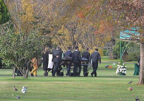 Hollannin kuningaspari osallistui tyttärineen Ines Zorreguietan hautajaisiin Argentiinassa 8.6.2018. Tilaisuus oli yksityinen ja järjestettiin vain lähiomaisten kesken.