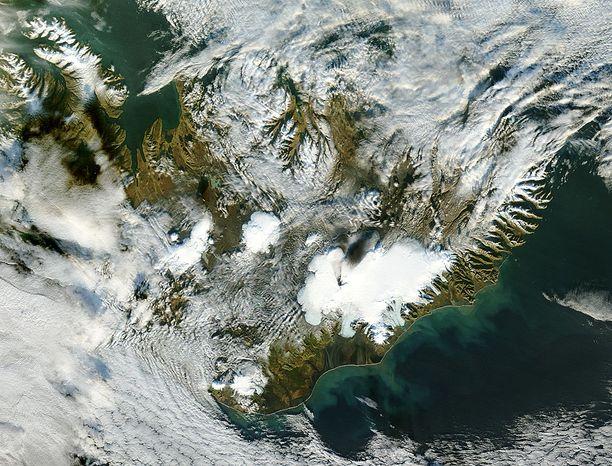 Grímsvötn on siitä erikoinen tulivuori, että se sijaitsee käytännössä kokonaan Vatnajökullin jäätikön alla.