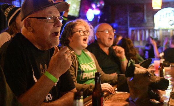 Eagles-fanit jännittivät Super Bowlia maanantain vastaisena yönä Suomen aikaa. Kuva Philadelphiasta.