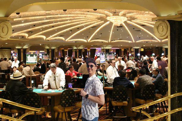 Kasinolle näytti pääsevän myös ei niin virallisissa vaatteissa. Toisin kuin vaikka Helsingin Casinolla, Vegasin feikkilomallani kasinolla sai pitää lakkia päässä.