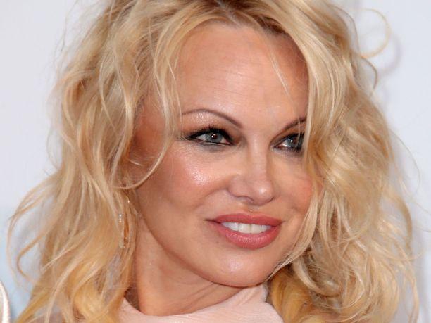 Pamela Andersonin pika-avioliitto päättyi ikävällä tavalla.