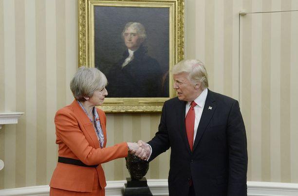 Britannian pääministeri Theesa May ja Yhdysvaltain presidentti Donald Trump tapasivat perjantaina.