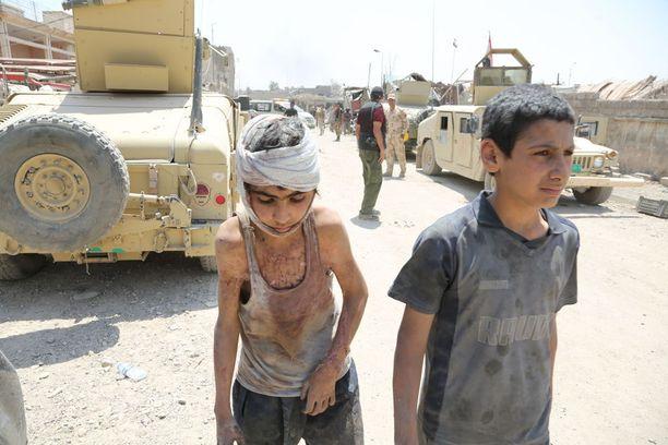 Irakin pääministeri julisti voiton Isisistä Mosulissa maanantaina.