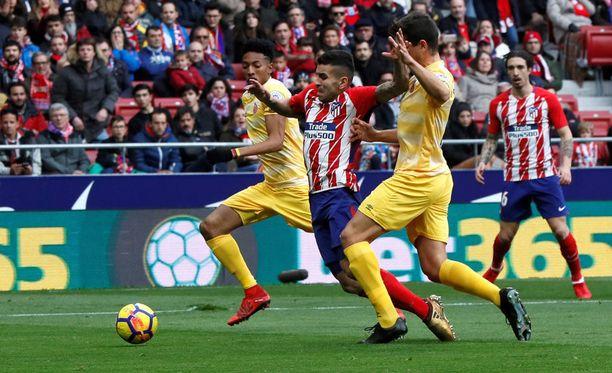Ángel Correalla oli ahdasta Girona-puolustuksen pihdeissä.