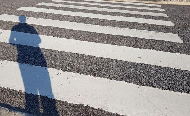 Pyöräilijää epäillään liikenneturvallisuuden vaarantamisesta. Kuvituskuva.